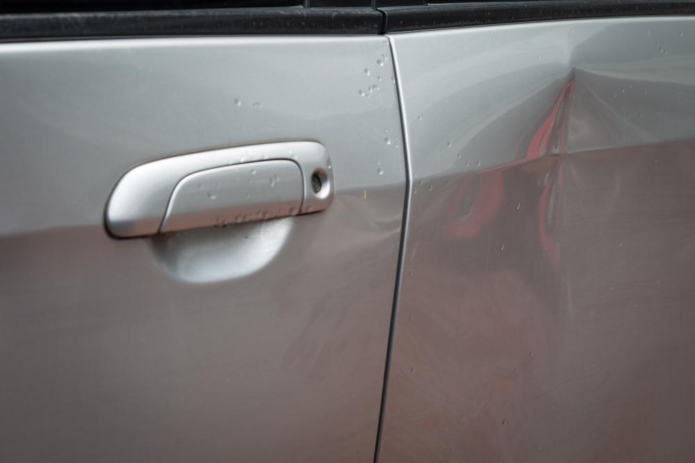 Zo deuk je parkeerschade uit zonder te hoeven spuiten!